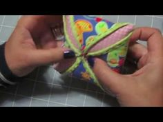 How to make 'patchwork' star ornaments for Christmas. Cathedral Window Quilts, Cathedral Windows, Quilted Christmas Ornaments, Fabric Ornaments, Pincushion Tutorial, Shabby Fabrics, Applique Fabric, Star Ornament, Sewing Accessories