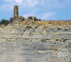 #esllavissada #uigcercos #geologia #pallarsjussa #concadetremp #tremp. La nau de l'església va quedar migpartida, com la resta del poble