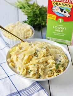 Skinny Fettuccine Alfredo is low-fat, lower-calorie version of America& favorite pasta. This low-fat alfredo sauce has all the flavor without the guilt. Fettuccine Alfredo, Chicken Fettuccine, Chicken Alfredo, Alfredo Sauce With Milk, Low Fat Alfredo Sauce, Alfredo Sauce Recipe Easy, Easy Alfredo Sauce Recipe Without Heavy Cream, Cream Cheese Recipes, Milk Recipes