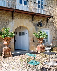 French courtyard Ideas | ... table-chairs-urns-european-eclectic-home-decor-ideas (560x700, 353Kb