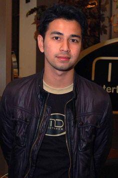 Inspirasi Model da Gaya rambut terkini: http://www.selebnews.com/2013/01/4369/raffi-ahmad-ditahan-banyak-yang-merasa-kehilangan.html