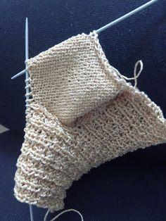 Unique: tutorial calcetín Crochet Baby Hats, Cute Crochet, Crochet Top, Knitted Animals, Fingerless Gloves, Arm Warmers, Crochet Bikini, Bikinis, Swimwear