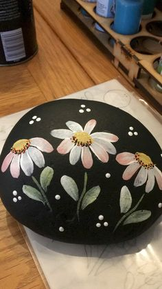 Beautiful DIY Painted Rocks Flowers Ideas - Beauty is Art Rock Painting Patterns, Rock Painting Ideas Easy, Rock Painting Designs, Paint Designs, Stone Art Painting, Pebble Painting, Pebble Art, Diy Painting, Painting Flowers