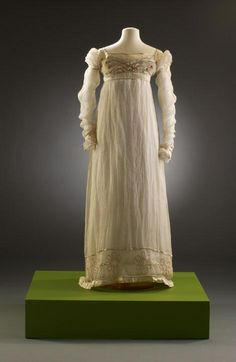 1813-1817 - Muslin with satin rouleaux trim