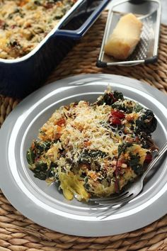 (Lightened Up) Swiss Chard & Spaghetti Squash Gratin - A simple, hearty meal made of spaghetti squash, swiss chard, gooey cheese, and crunchy bread crumbs. So healthy and delicious!