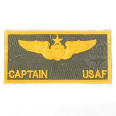米軍放出品  USAF キャプテン 階級章ワッペン  フライトジャケットやカバーオール等に貼り付ける階級章ワッペンです。 金色の糸で大尉のウイングマークが刺繍されております。  ※こちらの商品にはベルクロは付いておりません。  【サイズ】 サイズ:10×5cm