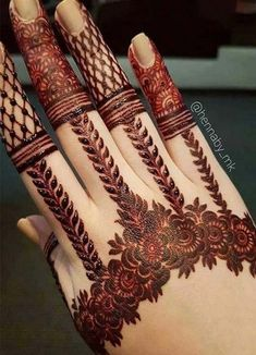 Simple Mehendi designs to kick start the ceremonial fun. If complex & elaborate henna patterns are a bit too much for you, then check out these simple Mehendi designs. Henna Hand Designs, Dulhan Mehndi Designs, Mehandi Designs, Mehndi Designs Finger, Khafif Mehndi Design, Mehndi Designs Book, Mehndi Designs For Beginners, Mehndi Designs For Girls, Modern Mehndi Designs