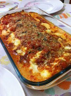 1 pacote de lasanha 300g de queijo prato 300g de presunto 4 tomates 1 cebola 1 dente de alho picado 1 xícara de molho caseiro de tomates ou...