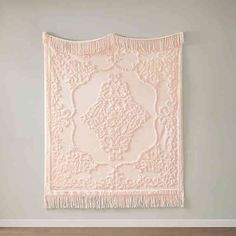 The Madison Park Chloe Cotton Tufted Throw provides a luxurious addition to your home decor. This blush throw flaunts an elegant tufted chenille design with a fringe on each end, for a beautiful bohemian look.