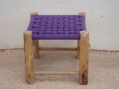 Tabalet cordat color lila / Taburete trenzado de color lila                                                                                                                                                                                 Más