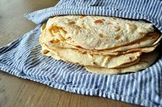 Hjemmelagde tortillalefser Dutch Recipes, Gourmet Recipes, Mexican Food Recipes, Baking Recipes, Vegan Recipes, Vegan Food, No Bake Treats, Bread Baking, Food For Thought