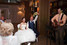 Ajándék esküvőre: meglepetésdal átadásáról a trubadúr személyesen gondoskodik - óriási hangulat volt! Köszi, Viki-Viki!