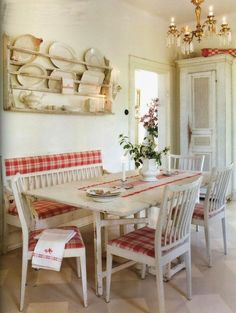 red and white kitchen Scandinavian style - love the upholstered design ideas design interior design Cozy Kitchen, Scandinavian Kitchen, Scandinavian Style, Scandinavian Interiors, Kitchen Ideas, Swedish Style, Design Kitchen, Red And White Kitchen, Red Kitchen
