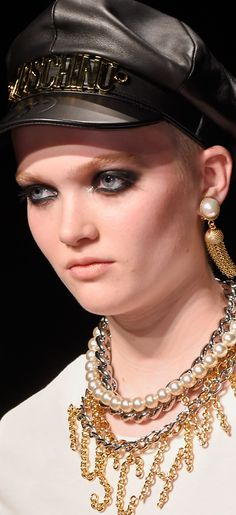 View all the photos of the beauty & make-up at the Moschino autumn (fall) / winter 2016 showing at Milan fashion week. Best Shopping Sites, Fall 2016, Headdress, Jewelry Trends, Statement Jewelry, Moschino, Women's Accessories, Ready To Wear, Fashion Show