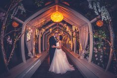 Wedding photography at night, evening shots, get creative, bride and groom, night time photo. Wedding dress. Weddings. Wedding Photographer.