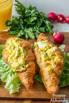 rogale francuskie (croissant) nadziane serową jajecznicą ze szczypiorkiem