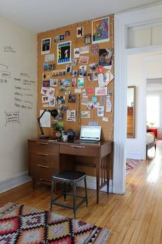 Top 10 ideias simples que vo mudar seu home office home sweet creative work space cork pin board wall wall cork board you can make diy cork board for your home and corkboard for your home office solutioingenieria Image collections
