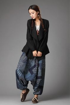 What a stunning way to use up leftover fabrics of the same colour. Vintage Fashion 90s, Boho Fashion, Fashion Outfits, Harem Pants Outfit, Boho Pants, Harlem Pants, Harem Pants Pattern, Closet Essentials, How To Wear Scarves