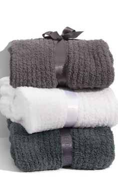 these cozy blankets make such a great gift http://rstyle.me/n/qriamr9te