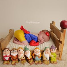 Newborn Princess Outfit, Snow White Newborn Princess Snow White Romper Disney Princess Outfit, Snow White Baby Romper Snow White Girl Dress Snow White inspired newborn photo romper made by Belle Threads. Cool Baby, Baby Kind, Fantastic Baby, Cute Baby Gifts, Baby Girl Gifts, Newborn Baby Photography, Newborn Photo Props, Twin Toddler Photography, Disney Princess Outfits