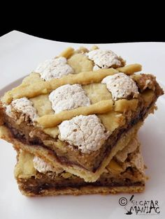 NUCA,SPUMA,PRAJI CU NUCA SI GEM DE CAISE My Recipes, Dessert Recipes, Desserts, Romanian Food, Romanian Recipes, Cheesecakes, Cake Cookies, Apple Pie, Waffles