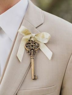 Antique Key Boutonnieres -Unique Boutonnieres | Boutonnieres Ideas | Boutonnieres Alternatives | Dream Wedding | Groom Fashion | Inspiration at www.EventDazzle.com