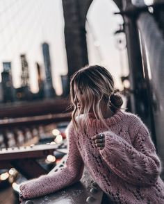 Photos tagged with Crochet Blouse, Wool Sweaters, Girl Photos, Autumn Winter Fashion, Autumn Style, Winter Style, Beauty Women, Dress To Impress, Happy Friday