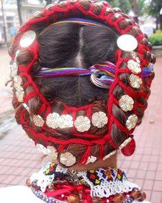 Uplitky - in Boyko and Hutsul Regions – red threads woven into a braid as an ornament girl head; drag to braids and at the end are combined into a tassel; ornamented brass plaques or decorative buttons. Уплітки -- у бойків і гуцулів — червоні гарусні нитки, сплетені у вигляді коси, як оздоба голови дівчини; приплітаються до кіс, на кінці об'єднуються в китицю; оздоблюються мідними бляшками або декоративними ґудзиками.