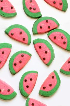 Awesome, easy watermelon slice and bake cookies, a fun dessert for Summer. Awesome, easy watermelon slice and bake cookies, a fun dessert for Summer. Icebox Cookies, Tea Cookies, Fancy Cookies, No Bake Cookies, Watermelon Cookies, Watermelon Slices, Lemon Cookies Easy, Homemade Cookies, Summer Desserts