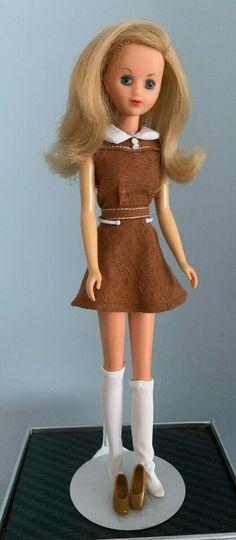 Vintage Barbie / German Francie - mit Originalkleid - selten | eBay Vintage Barbie, Fashion Dolls, German, Ebay, Disney Princess, Disney Characters, Fashion Styles, Puppets, Deutsch