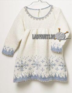 Вязаное спицами детское платье со снежинками, описание для девочки от 1 года до 4 лет