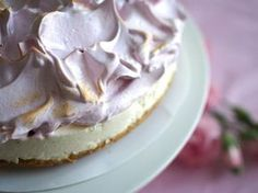 Finnish marenque cake (recipe only in Finnish) No Bake Desserts, Delicious Desserts, Yummy Food, Baking Recipes, Cake Recipes, Dessert Recipes, Baking Ideas, Keto Recipes, Sweet Pastries