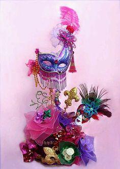 quinceanera decorations for salons | Elegante centro de mesa en el que se combinan, velas, lámparas, ramas ...
