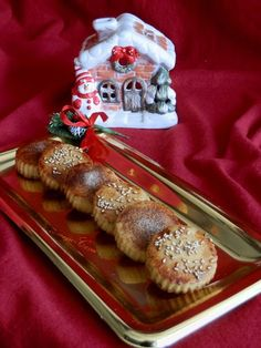 Mantecados de Aceite de Oliva (AOVE) / Traditional Spanish Christmas Crumble Cakes with Olive Oil (EVOO)