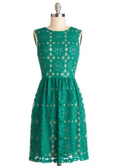 Outdoor Arpeggios Dress in Jade. What could be more idyllic than hearing lilting melodies drift through the tree tops? #green #modcloth