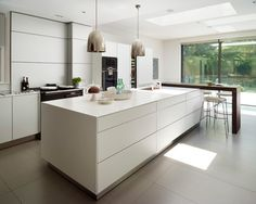 Indoor/outdoor living, bulthaup kitchen by Kitchen Architecture Aga Kitchen, Bulthaup Kitchen, Cocinas Kitchen, Kitchen Living, Functional Kitchen, Indoor Outdoor Living, Cuisines Design, Kitchen Flooring, Tile Flooring