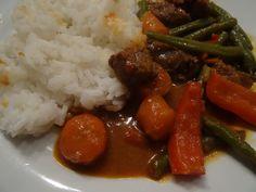 Rode curry met rundvlees : http://mariefranceoverkoken.nl/rode-curry-rundvlees