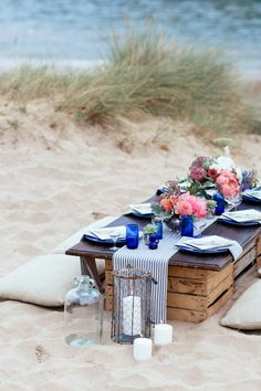 New wedding themes summer outdoor picnics 70 Ideas Picnic Date, Beach Picnic, Picnic Dinner, Beach Fun, Beach Dinner, Table Picnic, Summer Beach, Picnic Decorations, Decoration Table