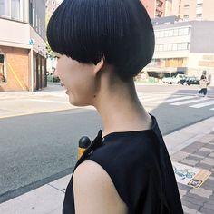 . 前に40㎝ばっさりカット . カットラインが大好きで ずっとインスタ見てた憧れのハマダさんカット . . #カット #ショートヘア #ショート #カットライン綺麗 #理想通り #嬉しい #堀江 #南堀江 #chikashitsu #おしゃれさんと繋がりたい #おしゃれ好き #すぐ乾く #hairstyle #hair #cut