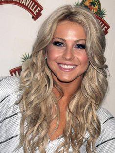 Julianne Hough Hair grey/ash blonde