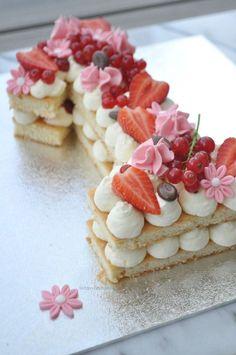 How do you make a figure cake? How to make a numbercake? How to make a numbercake?nl How do you make a figure cake? How to make a numbercake? Birthday Cakes For Men, Number Birthday Cakes, Number 1 Cake, Alphabet Cake, Cake Lettering, How To Make Pie, Cake Trends, Strawberry Desserts, Savoury Cake