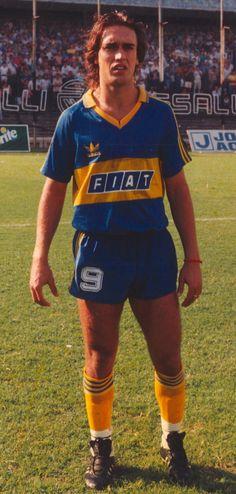 BATISTUTA. É un ex-futbolista arxentino e ex-director do Club Atlético Colón de Arxentina. Xogou un ano en Boca, xogando 47 partidos e marcando 19 goles.