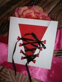 FAIRE PART  MARIAGE CABARET MOULIN ROUGE GLAMOUR CORSET  ton blanc,rouge et noir
