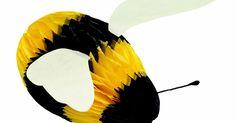 Como fazer abelhas com material reciclado. Ao preparar refeições e lanches que utilizam materiais recicláveis, talvez você simplesmente jogue esses materiais no seu cesto de reciclagem. Também é possível, no entanto, utilizá-los para criar um artesanato caprichoso com o qual as suas crianças possam brincar, como uma abelha de brinquedo. Fazer uma abelha com materiais recicláveis é uma ...