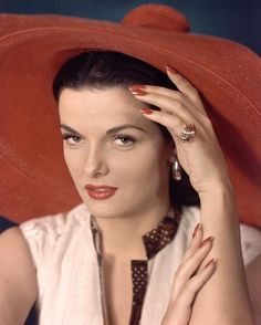 Lady Be Good: Jane Russell photographed by Ernest Bachrach, 1945 Old Hollywood Stars, Old Hollywood Glamour, Golden Age Of Hollywood, Vintage Hollywood, Classic Hollywood, Jane Russell, Rosalind Russell, Olivia De Havilland, Gentlemen Prefer Blondes