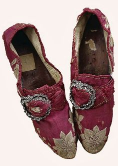 Mid 18th century shoes embroidered with white flowers. Diamond buckles need to be centered for correct wear. (c) Wilanow Palace Museum