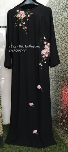 Hand Embroidery Dress, Baby Embroidery, Silk Ribbon Embroidery, Hand Embroidery Designs, Burqa Designs, Abaya Designs, Abaya Fashion, Modest Fashion, Lace Beadwork