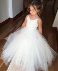Puffy Tulle White Lace Flower Girls Dresses 2019 Vestidos Para Meninas Spaghetti Straps Ball Gown Tulle First communion Dress. Product ID: Cute Flower Girl Dresses, Tulle Flower Girl, Tulle Flowers, Princess Flower, Baby Flower, Princess Tutu, Flower Basket, Flower Petals, Bridesmaid Dresses 2018
