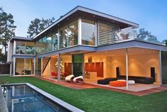 Minimalist Modern House on 24th St., Brentwood by Steven Kent Architecture