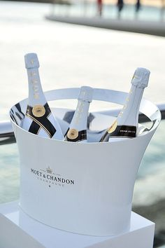 Moet  & Chandon ..to the weekend. !